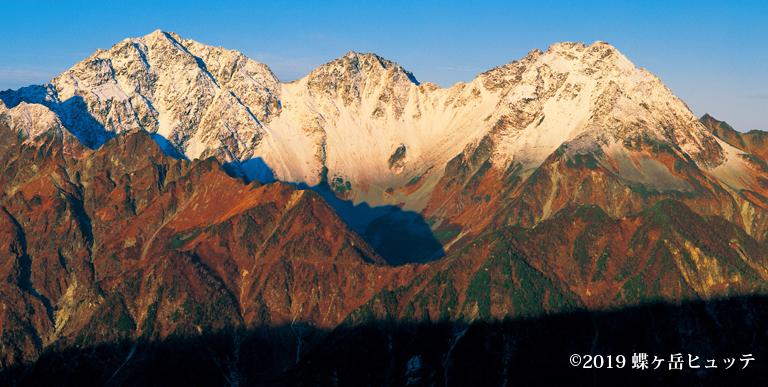 穂高岳新雪到来
