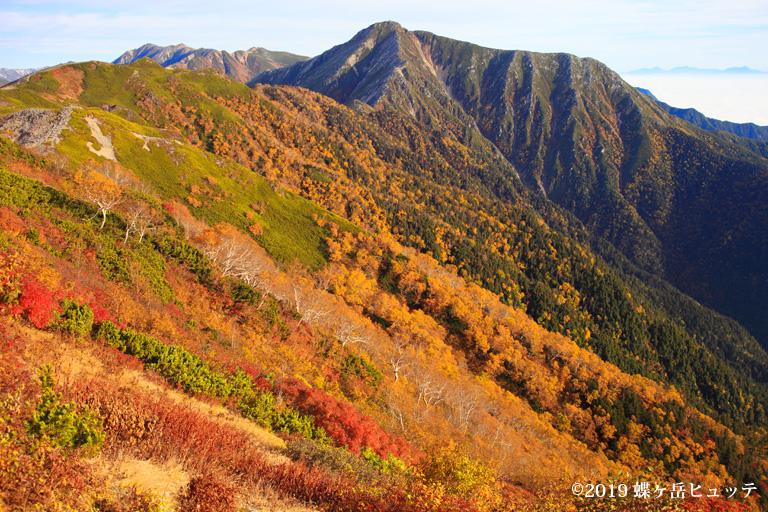 秋色の常念岳