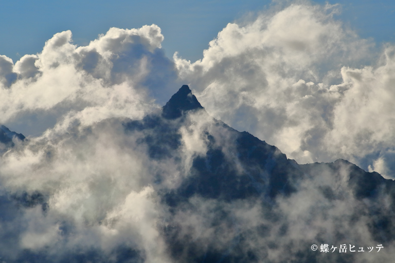 槍ヶ岳夏雲に包まれて