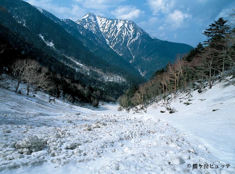 残雪の常念岳